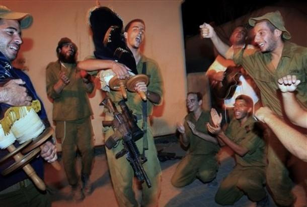 Dancing w Torah