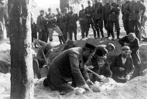 Riefenstahl photo 22 jews dig own graves