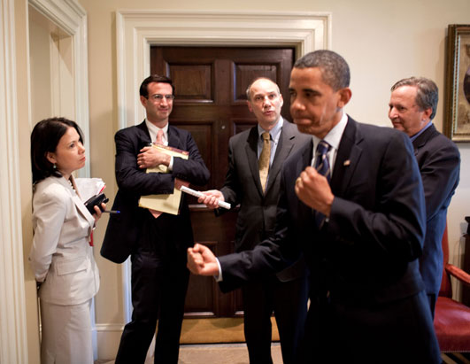 Feigns punch while talking about health care reform WH 071309