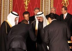 Bowing%20to%20Saudi%20King crpped