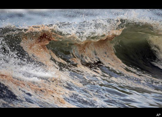 Oil spill wave