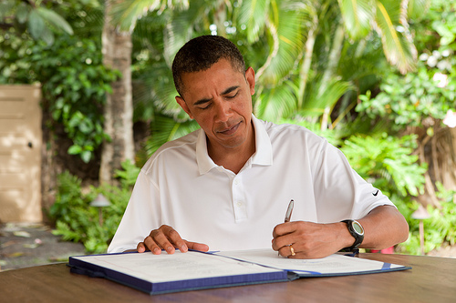 Obama signs Zadroga law in Kailua Hawaii 01022011