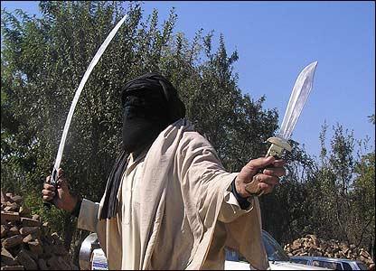 Pakistan-swat-taliban-sword-11052007