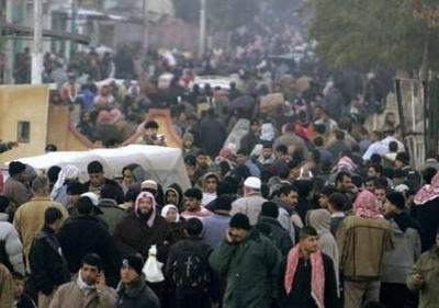 Gazans pour into egypt 0108