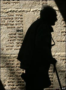 Mem wall for fallen soldiers of unknown burial