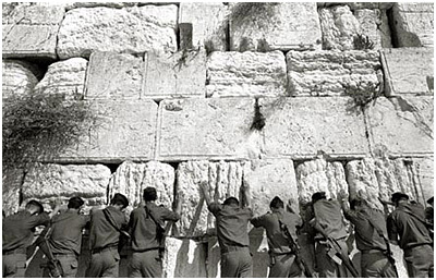 Idf_hold_the_wall_by_dinu_mendrea_2