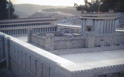 Model_of_herods_temple_at_israel_mu