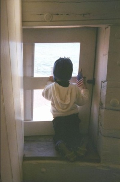 Isaac_looks_out_to_see_sea_1107