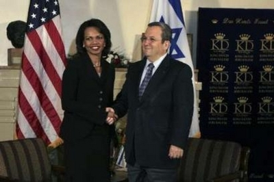 Condi_grip_and_grin_w_barak_033008
