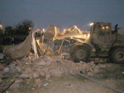 Bulldozer_synagogue_kiryat_arba_dw_