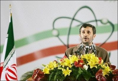 Ahmadinejad_w_nuke_symbol_0407