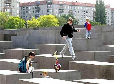 Berlin_memorial_playground