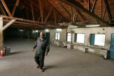 Empty_warehouse