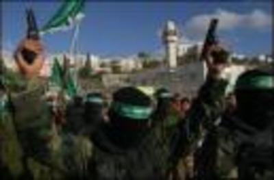 Hamas_brandish_weapons