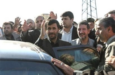 Iranian_maniac_waves_funeral_father