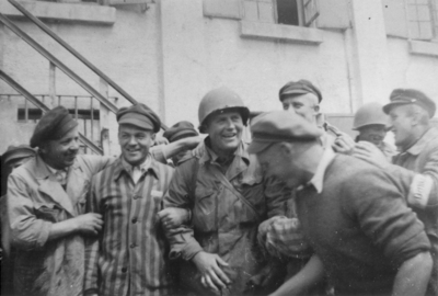 Liberation_us_soldiers_w_survivors_dacha