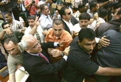Pal_demonstrators_storm_parliament_bldg