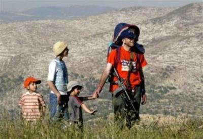 Settler_family_hikes