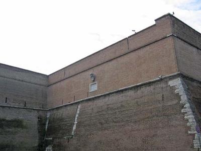Vatican_walls_3